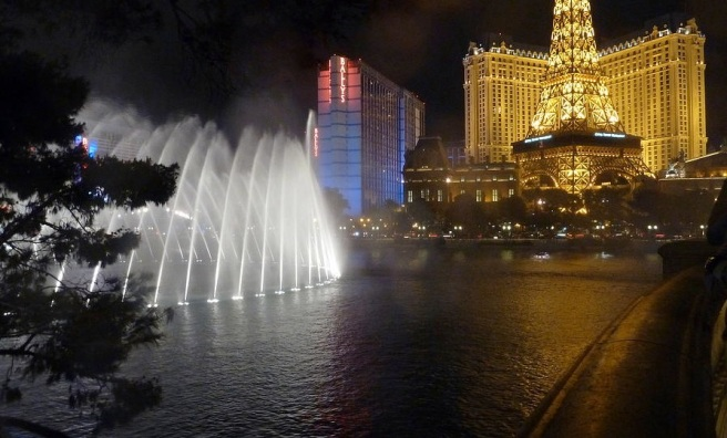 bellagio-hotel-fountains-at-night-merridy-jeffery